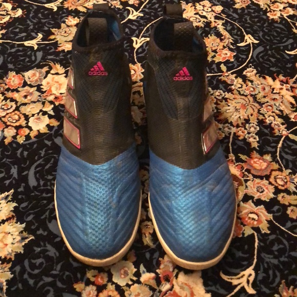 Good quality adidas in door soccer shoes sports